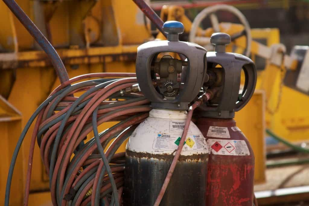welding tanks with welding gas are necessary for TIG welding