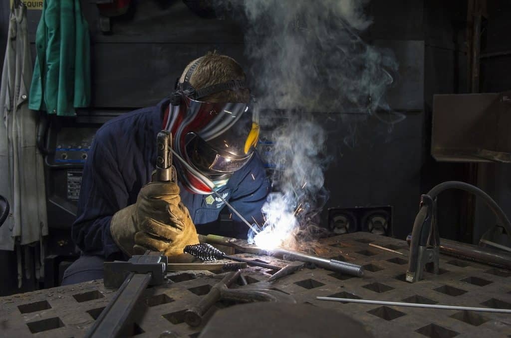 why a welding helmet flashes and how to fix it