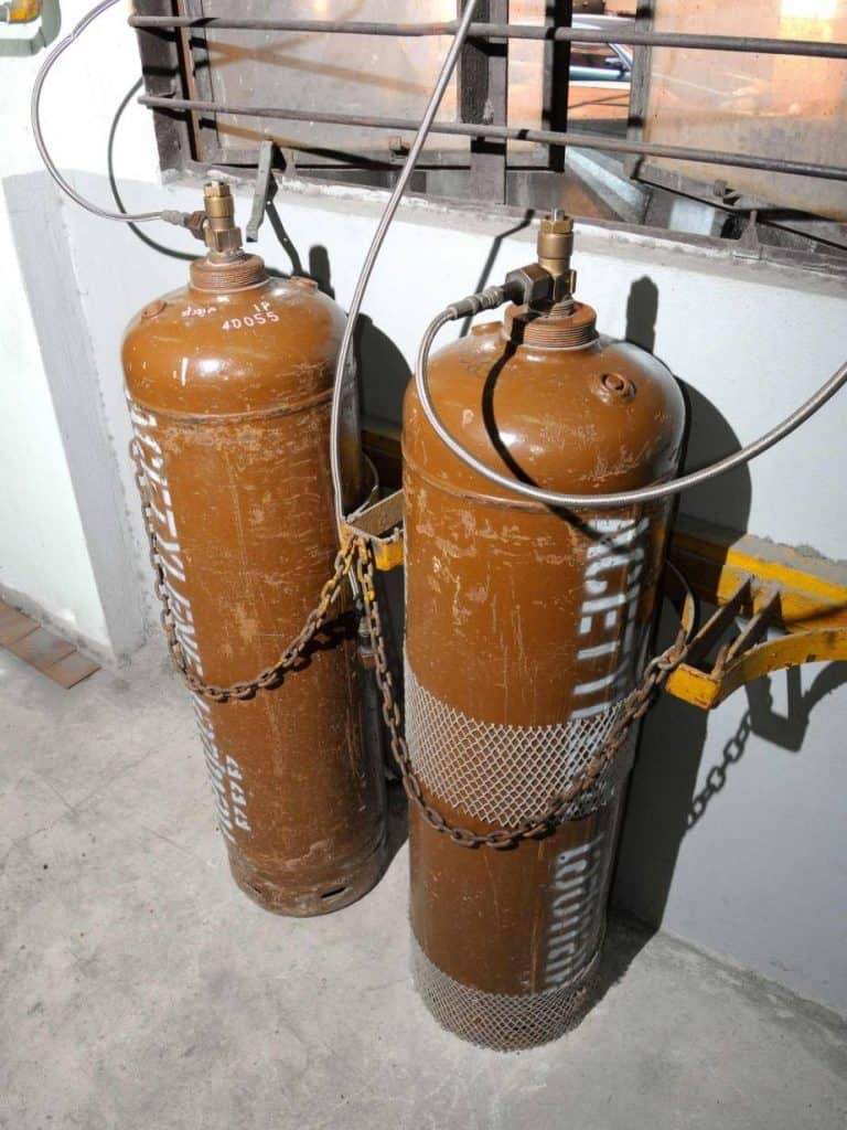 acetylene tanks used in combination with oxygen tanks for blowtorch welding
